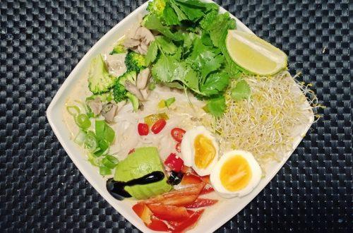 nudelsoppa med färska grönsaker