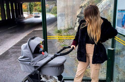 jag och barnvagnen vid busshållsplats