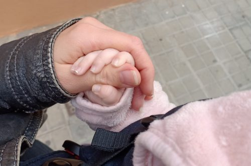 hand i hand med bebis