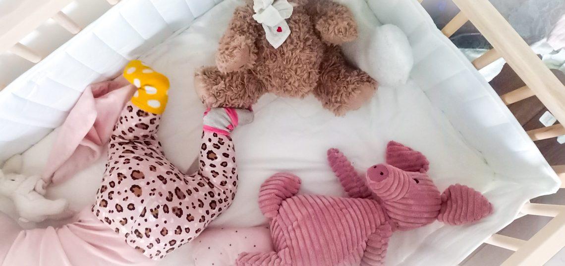 I bebis spjälsäng